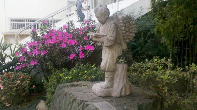 Estátua do Jardim do BUNKYO: Sociedade Brasileira de Cultura Japonesa