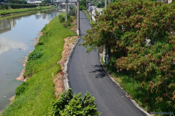 Construção do novo trecho da ciclovia do rio Pinheiros, próxima à Usina da Traição (Cidade Jardim/Vila Olímpia)