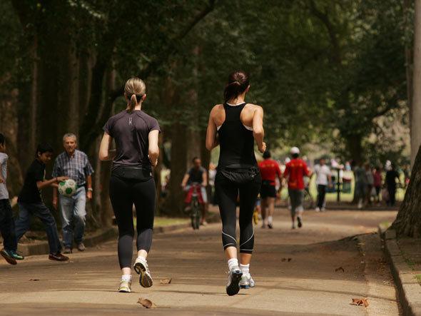 Mulheres correndo no Parque do Ibirapuera - Corrida de Rua